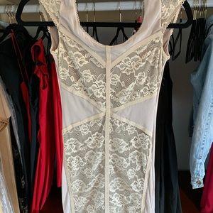 Light grey lace dress XS